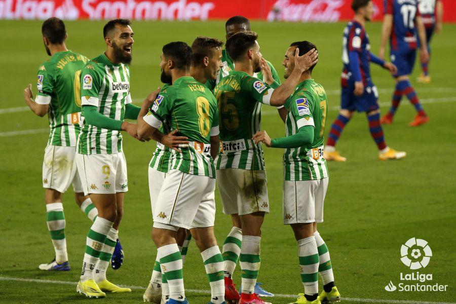 El Betis celebra un gol contra el Levante