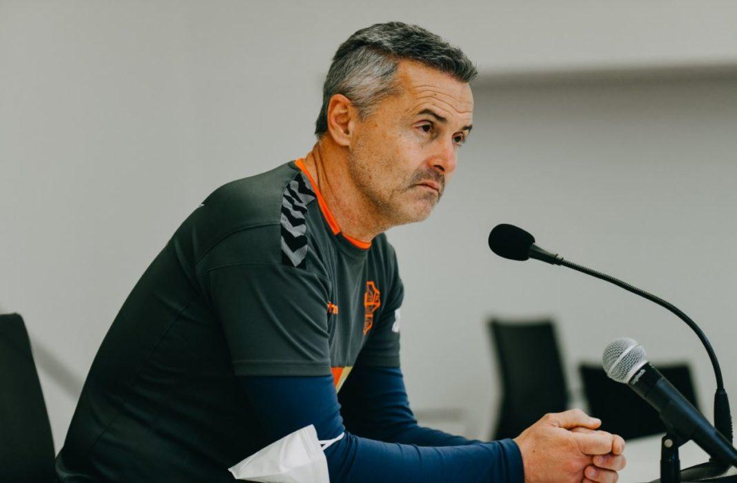 Fran Escribá, entrenador del Elche, en rueda de prensa