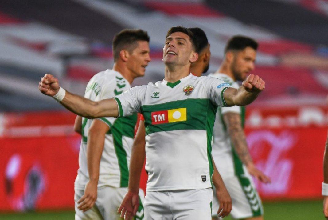 Lucas Boyé celebra su gol con el Elche en Granada