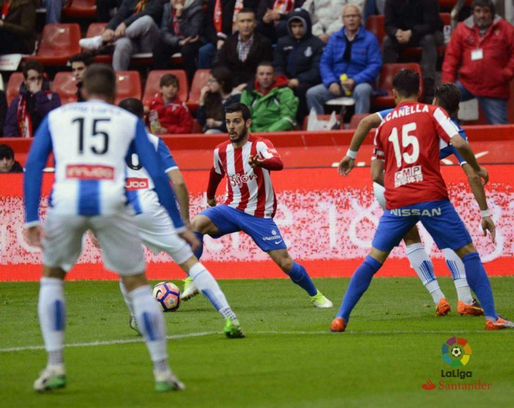 Víctor Rodríguez, en un partido con el Sporting de Gijón