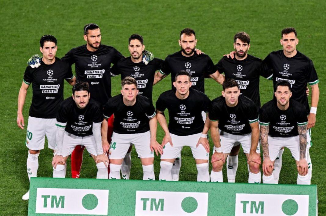 Los jugadores del Elche posan con la camiseta contra la Superliga europea