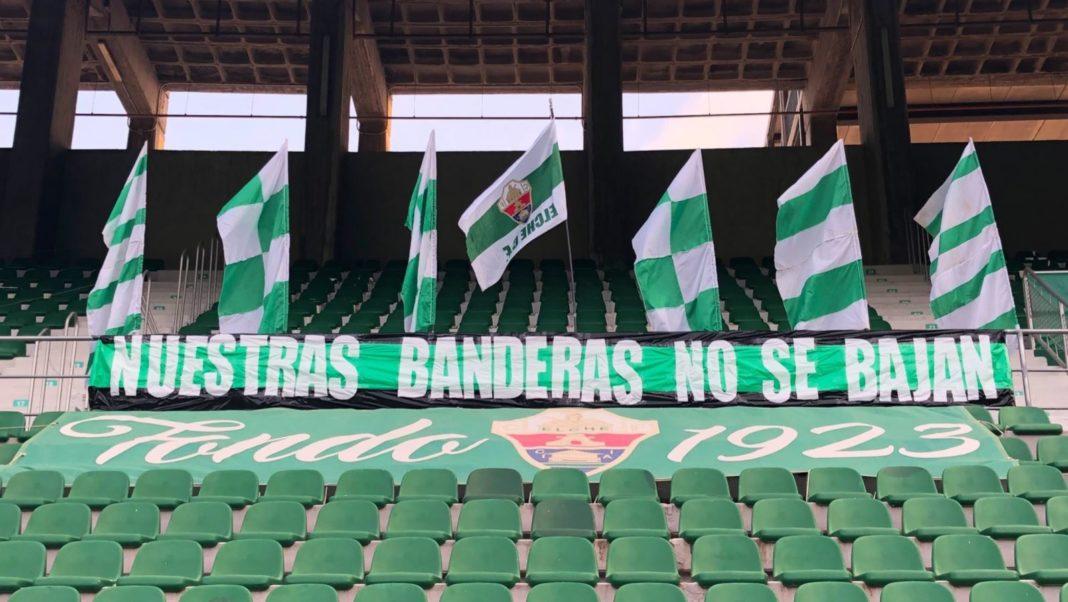Banderas y pancartas colocadas por Jove Elx en el Martínez Valero