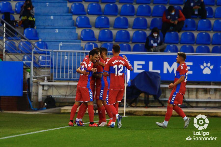 El Elche celebra el gol de Pere Milla en Vitoria