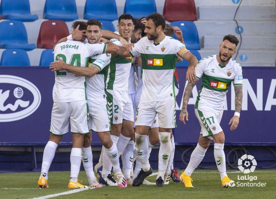 El Elche celebra gol de Tete Morente contra el Levante
