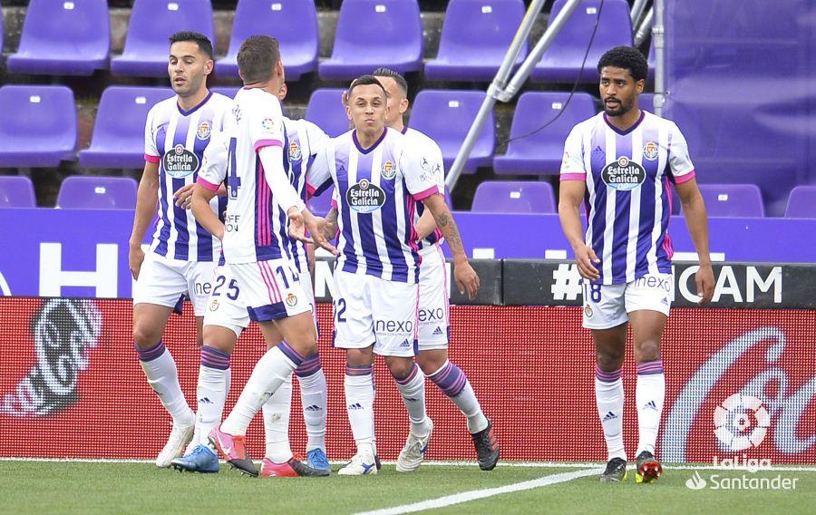 El Real Valladolid celebra el gol de Orellana frente al Granada