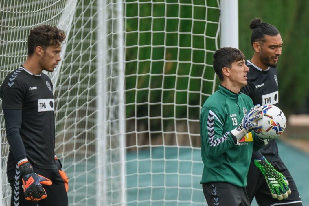 Lluís Andreu, Edgar Badia y Gazzaniga, en un entrenamiento del Elche