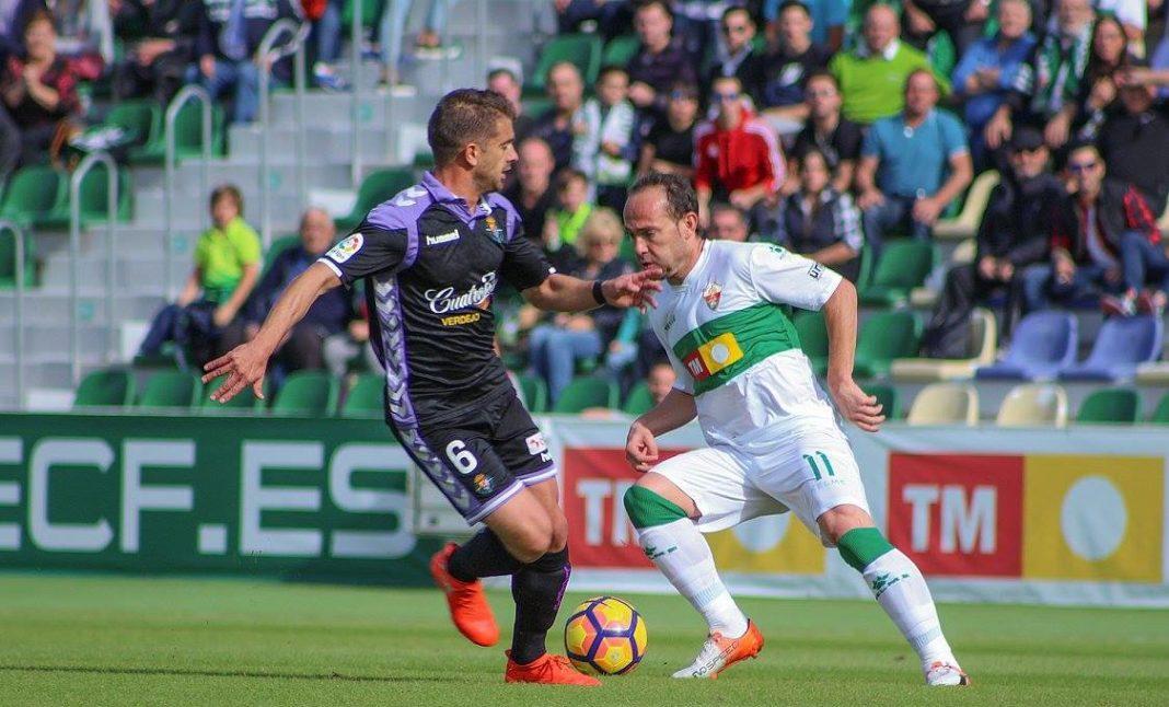 Nino, en el Elche-Real Valladolid de la temporada 2016/2017