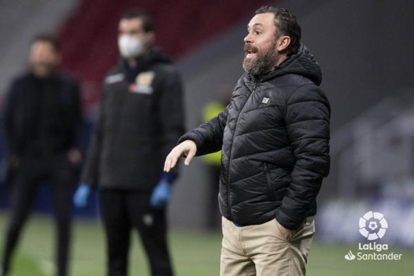 Sergio González dirige al Real Valladolid desde la banda