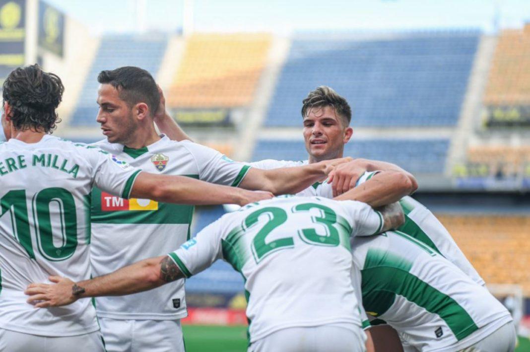 El Elche celebra uno de sus goles en Cádiz - LaLiga