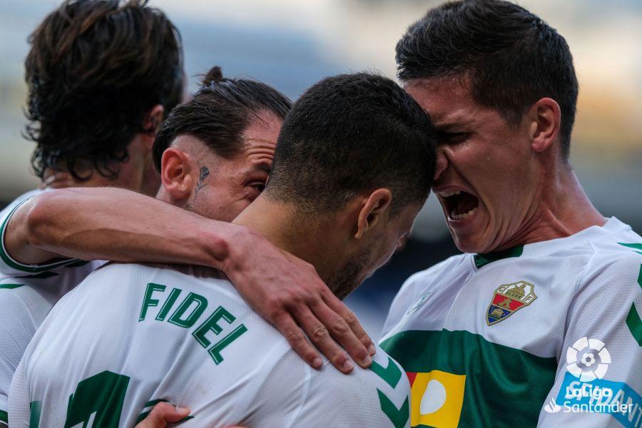 El Elche celebra el gol de Fidel en Cádiz