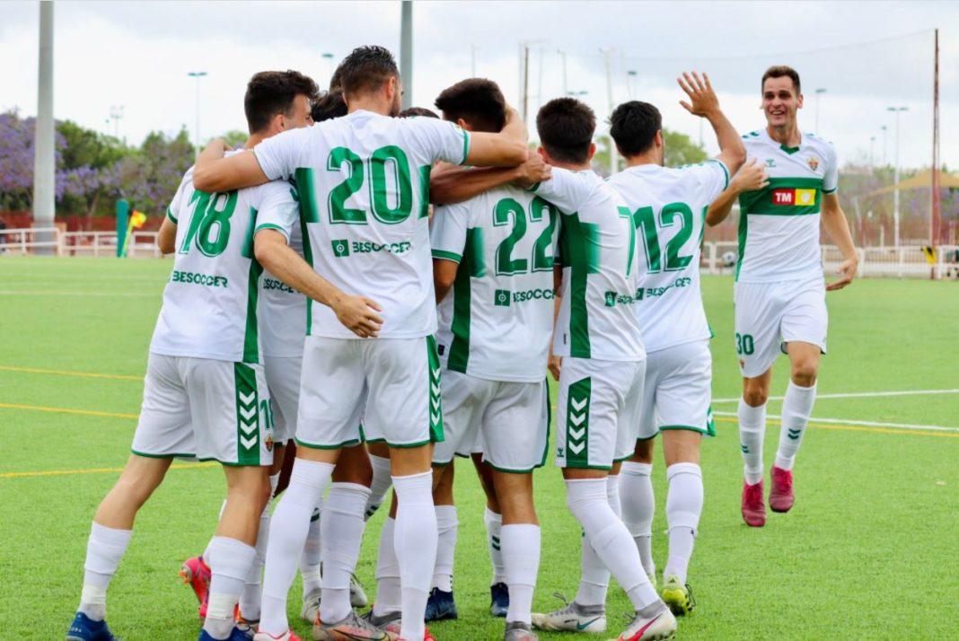 El ilicitano celebra uno de sus dos goles al Roda