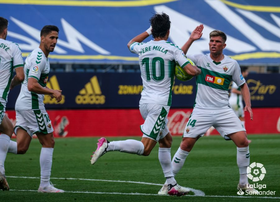 Pere Milla celebra su gol en el Cádiz - Elche