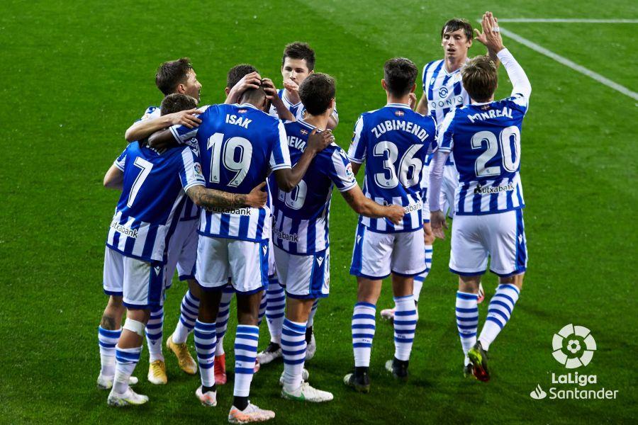 La Real Sociedad celebra su gol en Eibar