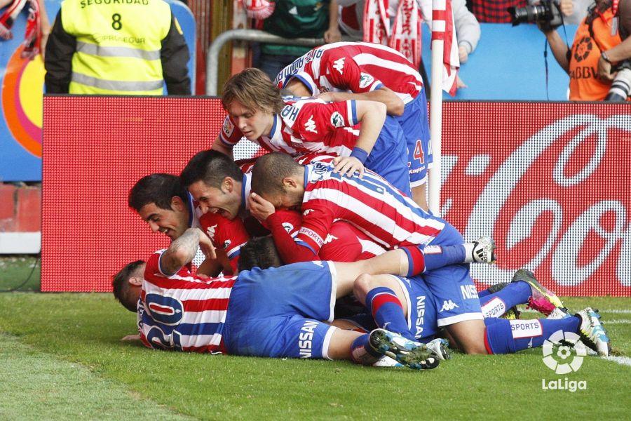 El Sporting celebra uno de sus dos goles que le dieron su última salvación en Primera. El Elche quiere ser el siguiente