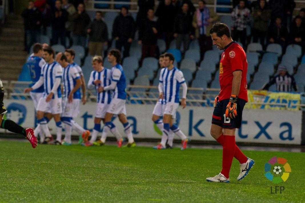 Toño lamenta uno de los goles encajados por el Elche contra la Real Sociedad